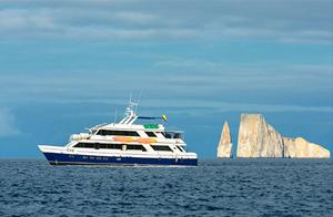 Galapagos_Yacht_300.jpg