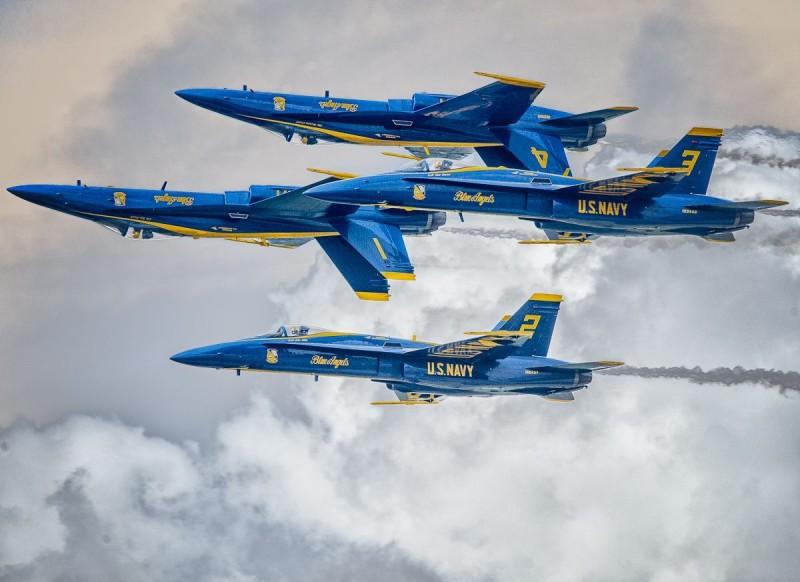 Bob-Chadwick-BlueAngels-F18-Hornet-20140406_20140326_Fun_n_Sun_32-Edit-2-800px.jpg