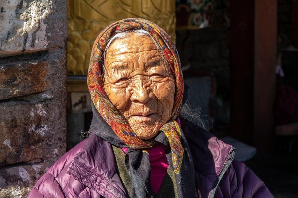 30341_Old-Lady-at-National-Memorial-Chorten_Thimphu-600px.jpg